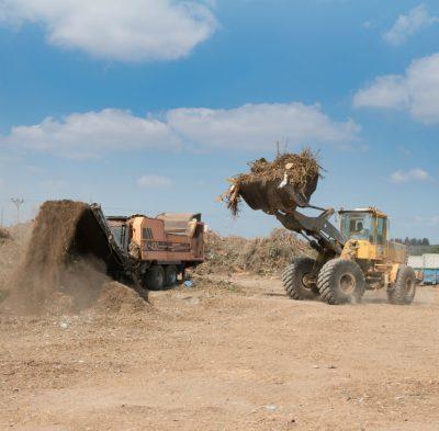 שירותי גריסה וקיצוץ פסולת עץ בחצרי הלקוח